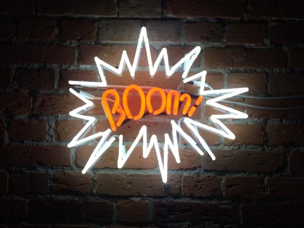 Napis neonowy do pokoju Boom