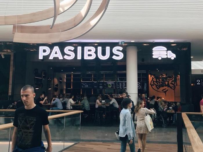 Świecąca reklama Pasibus Wrocław