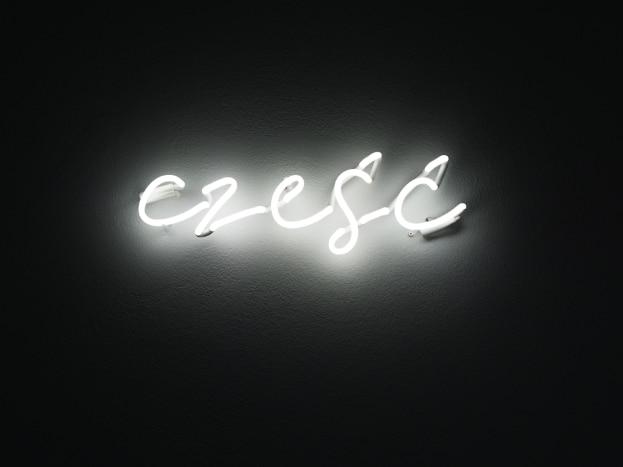 Świecący napis na ścianę Cześć