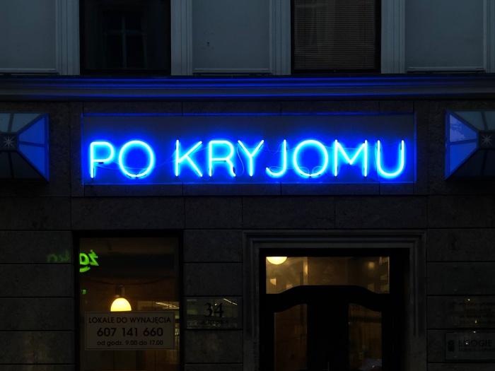 Szklany neon dla Pubu Pokryjomu