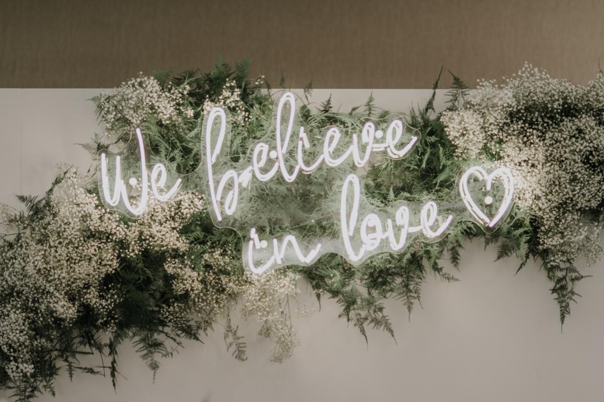 napis neonowy na zamówienie wesele