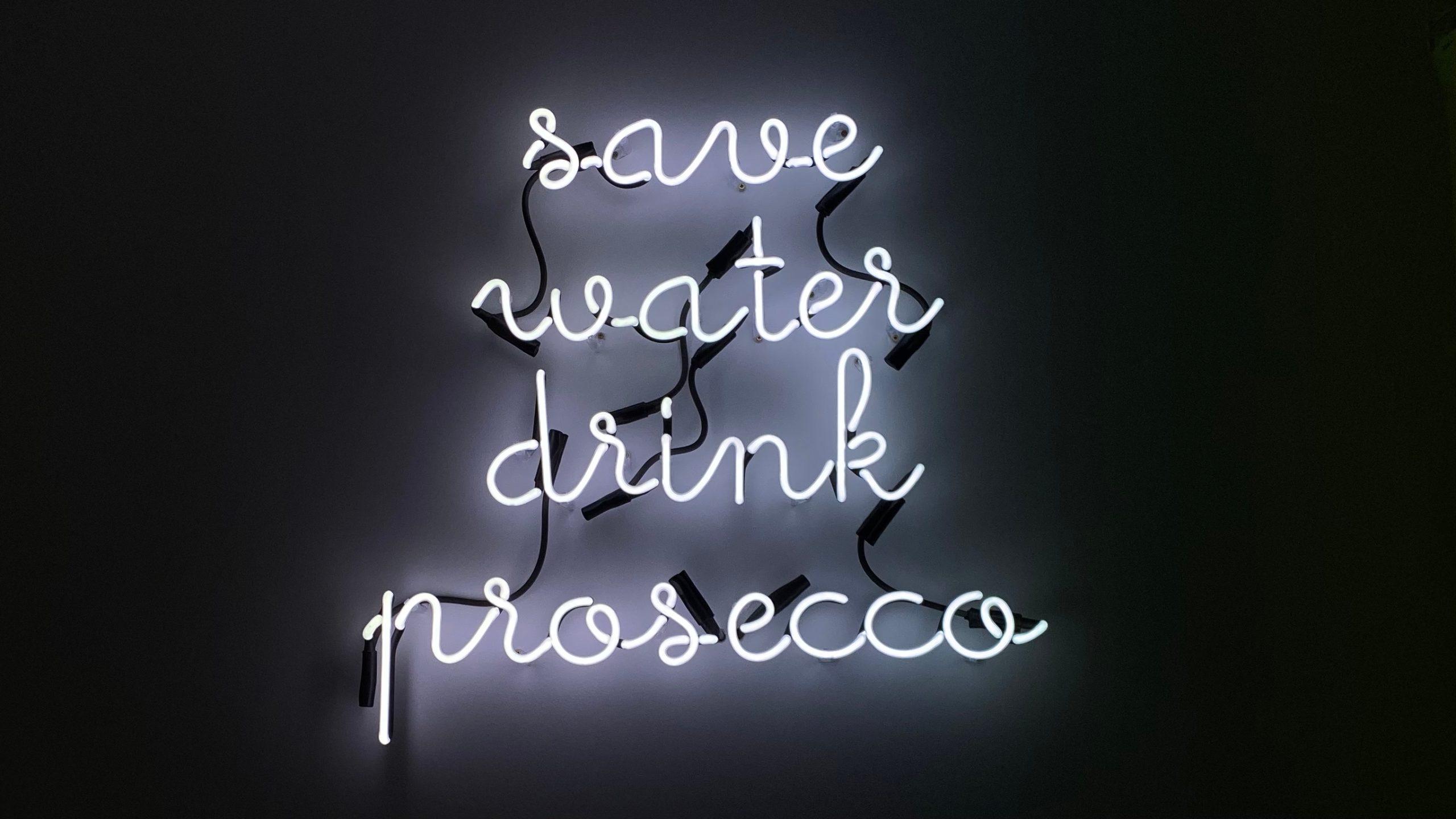 napis neonowy na zamówienie save water drink prosseconapis neonowy na zamówienie save water drink prosseco